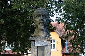 Pomnik Henryka Sienkiewicza w Bisztynku