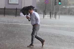 Meteorolodzy ostrzegają: Burze nad regionem. Może padać grad