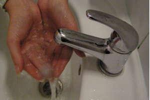 Uwaga, bakterie coli. Gotuj wodę co najmniej dwie minuty
