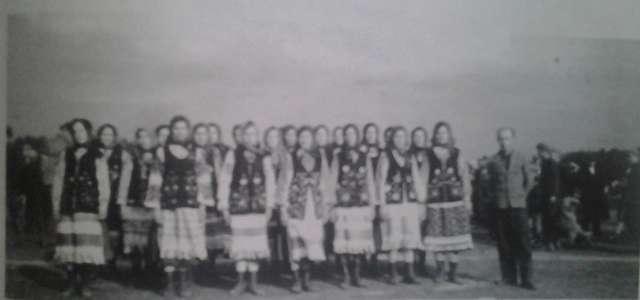 Chór kobioecy z Lublińca (1943 rok). Foto z książki Lubłyneć Nowyj i Staryj. Istorija - full image