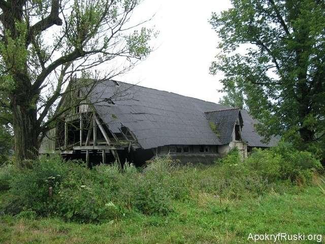 W latach pięćdziesiatych cerkiew w Karlikowie zburzono. Zamiast niej postawiono owczarnię.... - full image