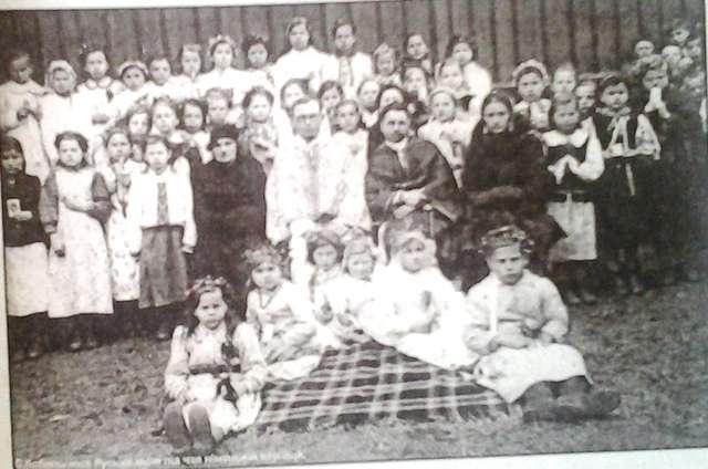 Dzieci ze szkoły w Kobylnicy (1938/1939) - full image
