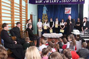 Biskup Jerzy Mazur z wizytą w ZS w Babkach Oleckich