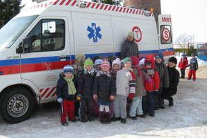Ratownicy medyczni w przedszkolu