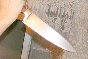 Wbił ojczymowi nóż w oko, bo ten zabronił mu zrobić imprezę