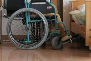 Pobił niepełnosprawną kobietę i jej opiekunkę