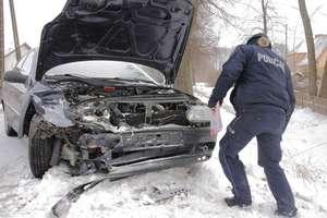 Trzy auta zderzyły się w Gołdapi. Dwie osoby i dziecko w szpitalu