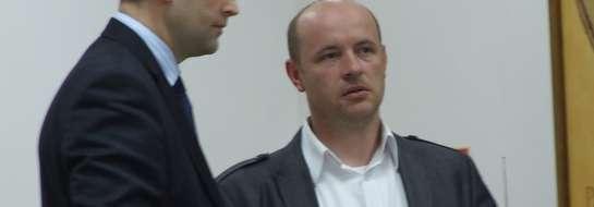 Z lewej Paweł Szczepkowski, ustępujący prezes, z prawej Grzegorz Prósiński, nowy prezes Startu Nidzica.