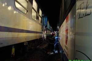 Lokomotywa wypadła z torów. Pociągiem podróżowało ponad 150 pasażerów