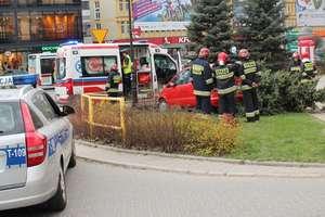 Kolizja w centrum Olsztyna. Pomyliła pedał gazu z hamulcem?