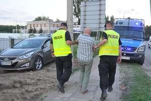 Zarzuty i areszt dla szaleńca, który chciał rozjechać policjantów
