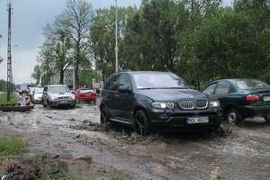Wodowanie na Bałtyckiej. Deszcz zalał ulice w Olsztynie