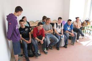 Odkrywali atrakcje nowego budynku ZSZ w Kurzętniku