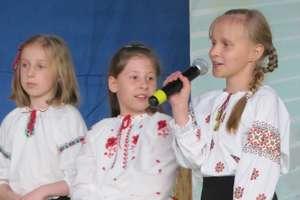 Ukraińskie dzieci na giżyckiej scenie