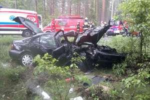 Czołowe zderzenie na DK 53. Cztery osoby ranne