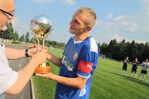 Puchary dla piłkarzy Victorii za wygranie ligi okręgowej