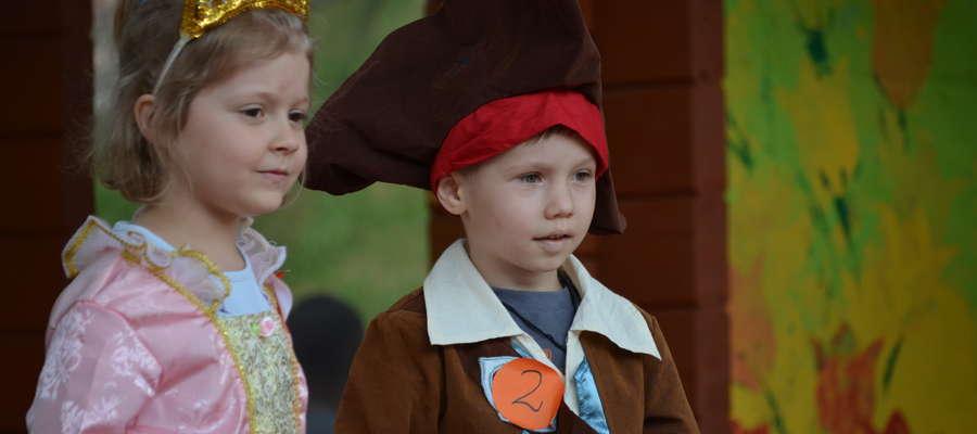 Pokaz bajkowych postaci w wykonaniu przedszkolaków z mrągowskich przedszkoli publiczność nagrodziła gromkimi brawami