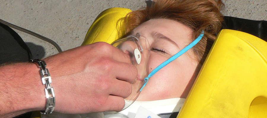 Strażacy OSP w Bisztynku codziennie gotowi są ratować życie i zdrowie ludzi. Tym razem tlen podawali tylko po to, aby pokazać gimnazjalistom prawidłowe metody udzielania pierwszej pomocy.