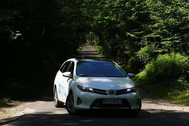 Brakujące ogniwo w teorii Toyoty - auris hybrid touring sports - full image