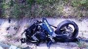 Motocyklista uderzył w wiadukt