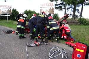 Zderzenie trzech samochodów w Robawach pod Reszlem
