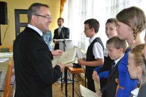 Wójt gminy Kurzętnik wyróżnił stypendiami wyjątkowych uczniów