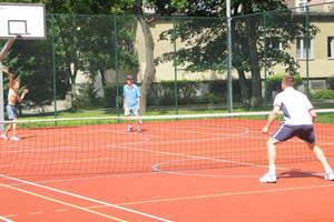 Zagraj w tenisa z trenerem