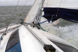 Trudne chwile ze złamanym masztem na regatach