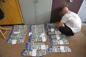 Po ulewie w Olsztynie tablice rejestracyjne czekają