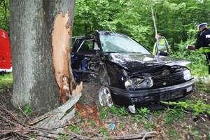 Vw golf uderzył w drzewo. 25-latek zginął na miejscu