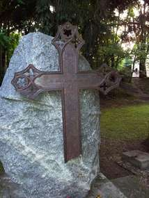 Pomnik poświęcony pochowanym w Kortowie