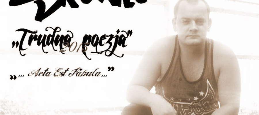 """Nagrał już sześć płyt: """"FAZA"""" 2003,  """"Znów w Akcji"""" (2006) - """"Nieznany Album"""" (2007) - """"Do 3 razy sztuka"""" (2009) - """"ESQNacja"""" (2011) - """"Trudna Poezja"""" (2013-w trakcie)."""