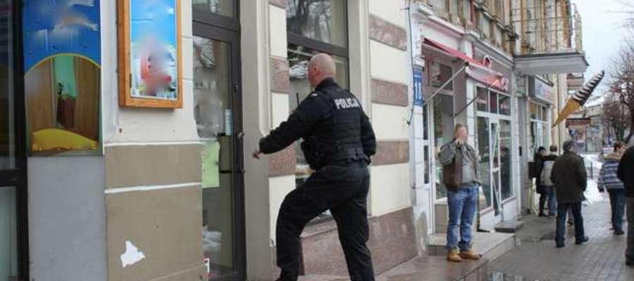 W sprawie napadu na sklep jubilerski zarzuty usłyszało dwóch mężczyzn.