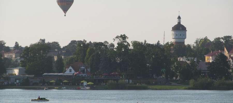 """Ostatnią konkurencją był """"nalot"""" balonów nad Jezioro Ełckie"""