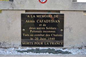 Groby, które zbliżają Francuzów i Polaków