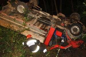 Pasażer pijanego kierowcy złamał ząb w wypadku koło Małego Olecka