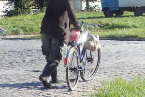 Na rozprawę w sądzie, jechał rowerem na