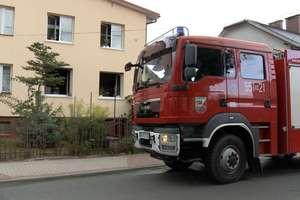 Niegrożny pożar domu wielorodzinnego