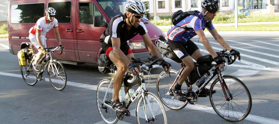 Rowerzyści, uczestniczący w maratonie dookoła Polski, po niecałych sześciu godzinach jazdy pojawili się w Elblągu
