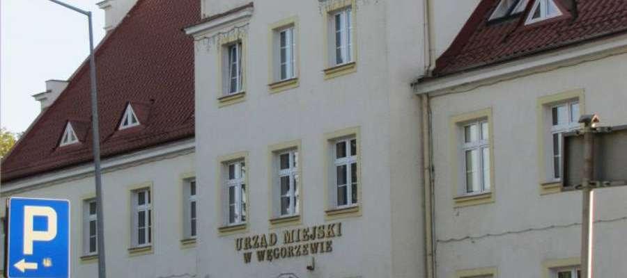 Urząd Miejski w Węgorzewie - vis a vis Parku Helwinga