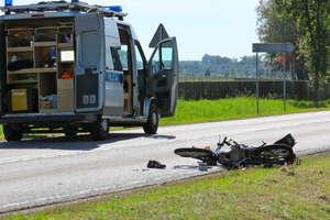 Radny powiatowy zginął w wypadku w Nowinach. Policjant w szpitalu