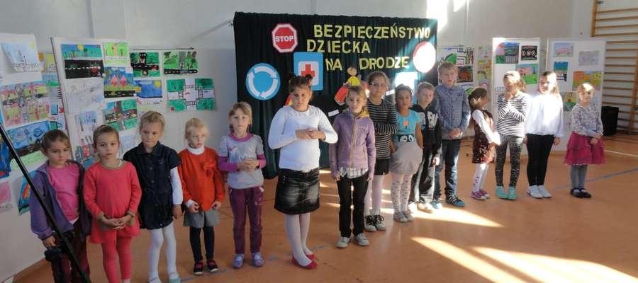 Uczniowie SP w Szyldaku uczą się systematycznie o bezpieczeństwie w ruchu drogowym