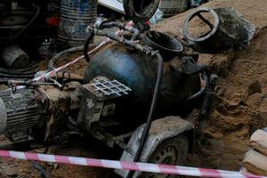 Wypadek na terenie szpitala. Pracownik budowlany doznał ciężkiego urazu ręki