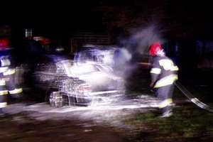 Opel omega stanął w płomieniach