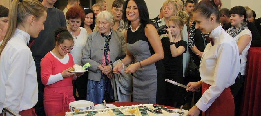 Jak to na urodzinach bywa, wczoraj na gali z okazji 20-lecia placówki nie zabrakło tortu