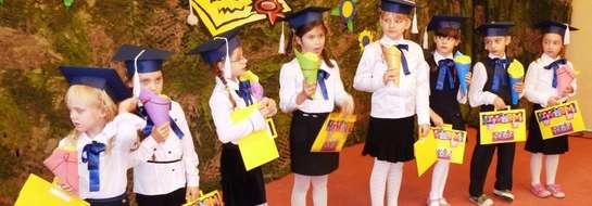 Dzieci z powagą składały przysięgę i z dumą prezentowały dyplomy