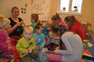 Uśmiechy i radość w szkole w Radomnie