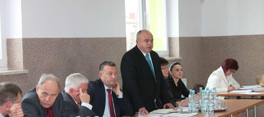 Wójt gminy Płoniawy-Bramura Włodzimierz Załęski odpowiada na pytania mieszkańców na stronie internetowej