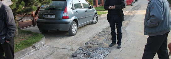 """Mieszkańcy ul. Jaśminowej podczas interwencji """"Kuriera"""""""