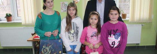 Laureaci konkursu z wójtem Pawłem Kacprzykowskim